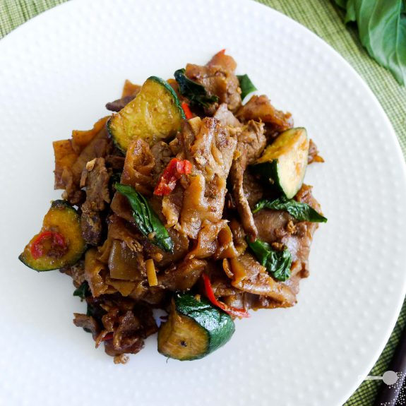 Beef, basil (and chilli) pad se ew | Wholesome Cook