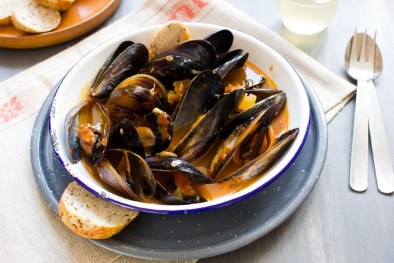 garlic chilli and tomato mussels wholesome cook