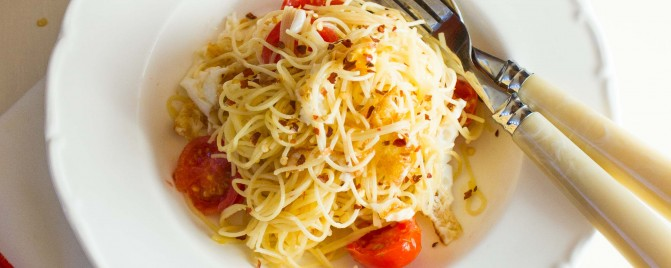 Meatless Monday: Fried Egg, Chilli and Tomato Spaghetti