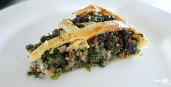Beef, spinach and cheese tart // meat pie