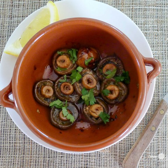 Tapas: Port and parsley butter mushrooms